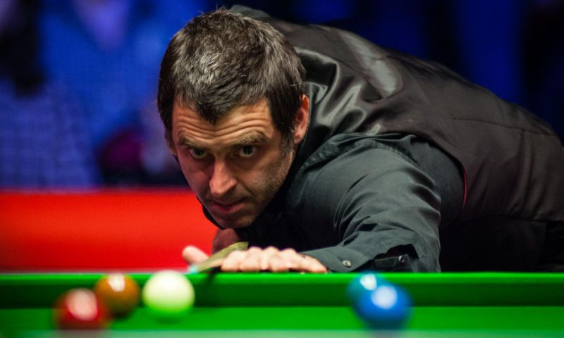 Ronnie O'Sullivan playing snooker